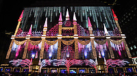 Lichterspiel am Kaufhaus SAKS am Rockefeller Center in New York - 08.12.2019: New York