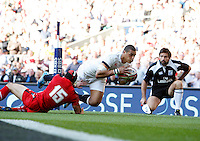 Photo: Richard Lane/Richard Lane Photography. England v Wales. RBS Six Nations. 09/03/2014. England's Luther Burrell crashes in for a try.