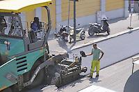 - Milan, resurfacing of a road<br /> <br /> - Milano, asfaltatura di una strada