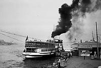 -  Turchia, Istambul, approdo dei traghetti sul Bosforo (1984)....- Turkey, Istanbul, ferry terminal on the Bosphorus (1984)