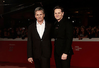 "L'attore statunitense Viggo Mortensen (s) ed il regista statunitense Matt Ross (d) posano sul red carpet per la presentazione del film ""Captain Fantastic"" al Festival Internazionale del Film di Roma, 17 ottobre 2016. <br /> U.S. actor Viggo Mortensen and U.S. director Matt Ross  pose on the red carpet to present the movie ""Captain Fantastic"" during the international Rome Film Festival at Rome's Auditorium, 17 October 2016.<br /> UPDATE IMAGES PRESS/Isabella Bonotto"