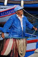 France/Corse/Corse-du-Sud/2A/Ajaccio: Pêcheur sur le port [Non destiné à un usage publicitaire - Not intended for an advertising use] [Non destiné à un usage publicitaire - Not intended for an advertising use]