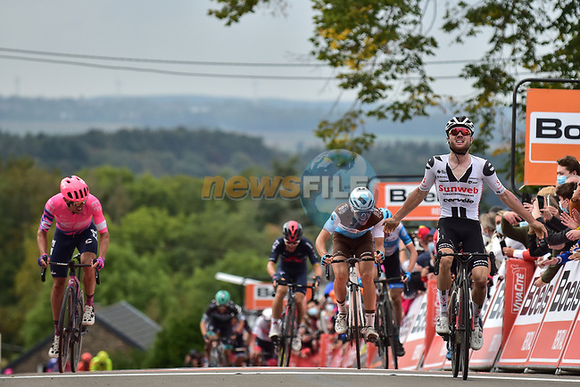 Marc Hirschi (SUI) Team Sunweb wins on the final climb up the Mur de Huy during La Fleche Wallonne 2020, running 202km from Herve to Mur de Huy, Belgium. 30th September 2020.<br /> Picture: ASO/Gautier Demouveaux | Cyclefile<br /> All photos usage must carry mandatory copyright credit (© Cyclefile | ASO/Gautier Demouveaux)