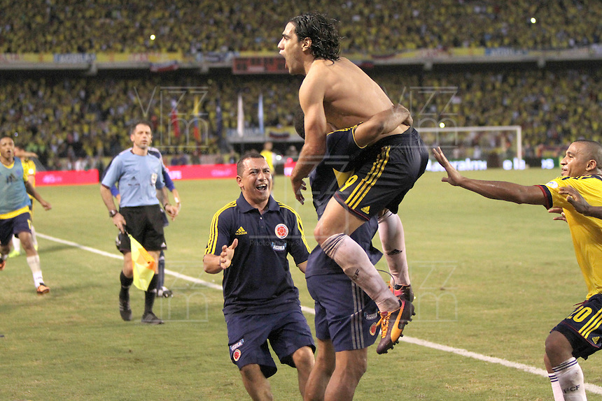 BARRANQUILLA -COLOMBIA- 11 -10-2013. Falcao de Colombia celebra su 2 gol y el del emapte  contra el Chile ,partido correspondiente para las eliminatorias al mundial de Brasil 2014 disputado en el estadio Metropolitano de Barranquilla   / David OPspina Player of Colombia celebrates his goal scored against Ecuador, game for the World Cup qualifiers for Brazil 2014 match at the Metropolitano stadium in Barranquilla .Photo: VizzorImage / Felie Caicedo / Staff /