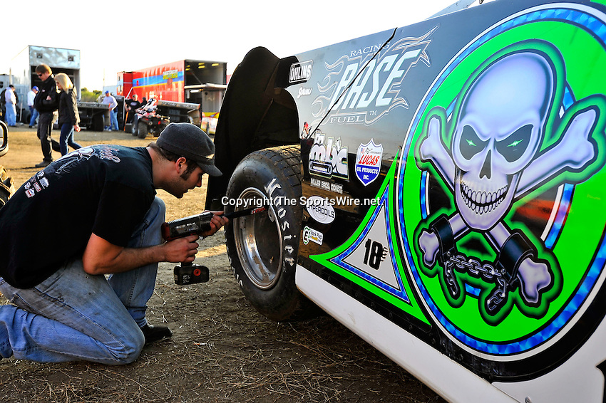 Feb 11, 2011; 5:01:56 PM; Gibsonton, FL., USA; The Lucas Oil Dirt Late Model Racing Series running The 35th annual Dart WinterNationals at East Bay Raceway Park.  Mandatory Credit: (thesportswire.net)