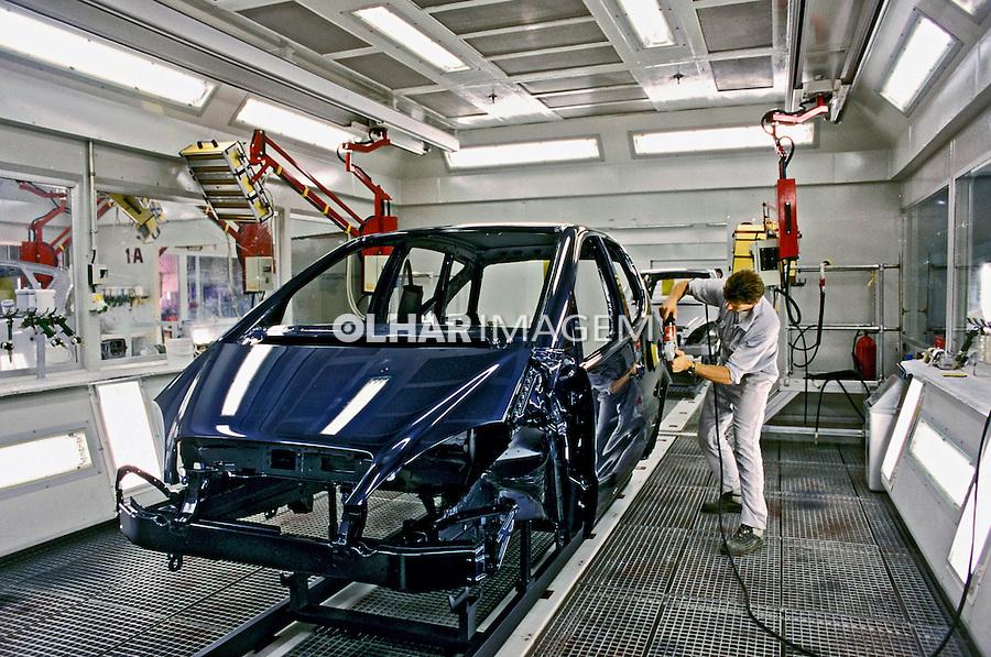 Produção do automóvel Mercedez Classe A. Juiz de Fora. Minas Gerais. 2001.Foto de Ricardo Azoury.