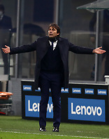 Calcio, Serie A: Inter Milano - Juventus FC , Giuseppe Meazza (San Siro) stadium, in Milan, January 17, 2021.<br /> Inter's coach Antonio Conte speaks to his players during the Italian Serie A football match between Inter and Juventus at Giuseppe Meazza (San Siro) stadium, January 17,  2021.<br /> UPDATE IMAGES PRESS/Isabella Bonotto