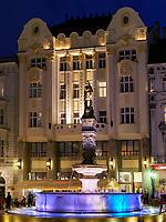Rolandbrunnen und Café Roland im Rolandpalais am Hauptplatz Hlavne nam., Bratislava, Bratislavsky kraj, Slowakei, Europa<br /> Roland fountain and Café Roland in Roland Palais at main square Hlavne nam., Bratislava, Bratislavsky kraj, Slovakia, Europe