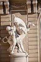 Europe/Autriche/Niederösterreich/Vienne: La cour In der Burg - ancienne place Franzensplatz- est située au coeur du quartier de la Hofburg à Vienne - Palais de La Hofburg - Sculpture: Hercule et le taureau de Crète - Centre Historique, Patrimoine mondial UNESCO