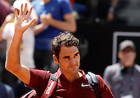 Lo svizzero Roger Federer agli Internazionali d'Italia di tennis a Roma, 12 maggio 2016.<br /> Switzerland's Roger Federer waves after being defeated by Austria's Dominic Thiem at the Italian Open tennis tournament in Rome, 12 May 2016.<br /> UPDATE IMAGES PRESS/Isabella Bonotto