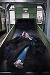 © Hughes Léglise-Bataille/Wostok Press.09.04.2010.Alors que les négociations se poursuivent à la sous-préfecture de Senlis, les salariés de Sodimatex occupent toujours leur usine de Crépy-en-Valois le 09/04/2010, menaçant de faire exploser une citerne de gaz et brûlant des rouleaux de moquette. Les 98 salariés du fabricant de moquette pour automobile appartenant au groupe Treves, dont la fermeture de l'usine a été programmée depuis exactement 1 an, réclament de meilleures indemnités de départ.
