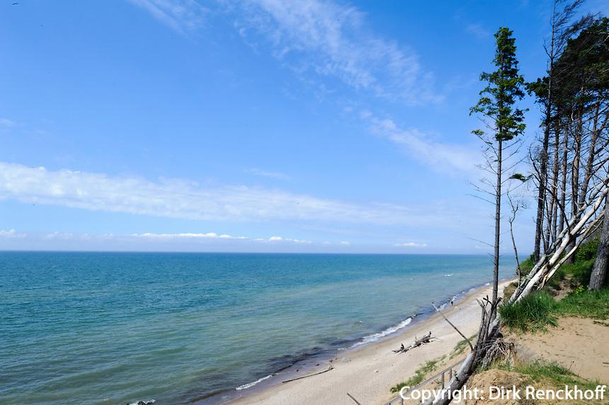 Strand und Steiküste in Jurkalne, Lettland, Europa