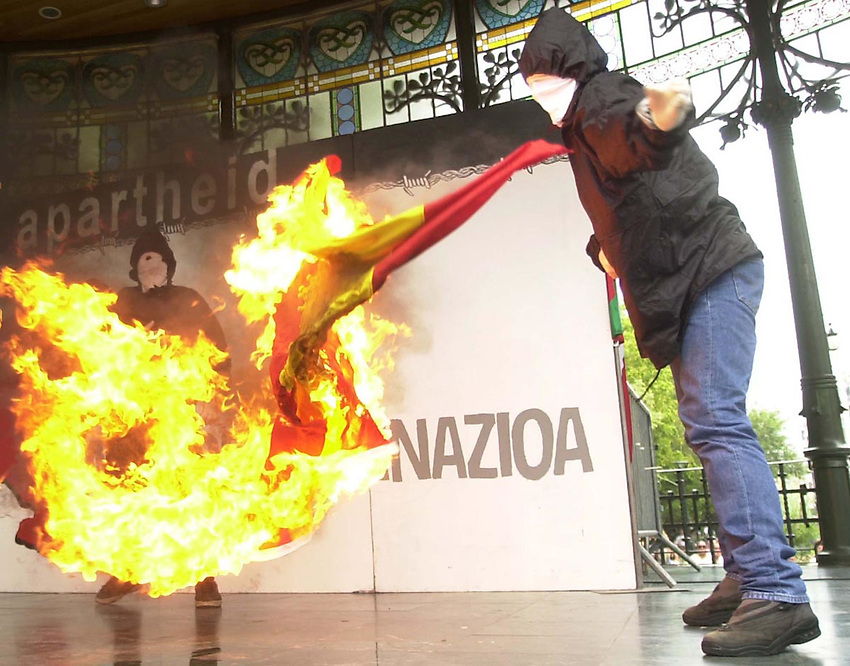 "Hooded people burn a Spanish flag after a demonstration with the slogan ""No Apartheid, self determination"" in Donostia - San Sebastian. Sunday August 9, 2.003. 'NO APARTHEID' MANIFESTAZIOA DONOSTIAN. 2003-08-19.<br /> Photo-Argazkia: Ander Gillenea"