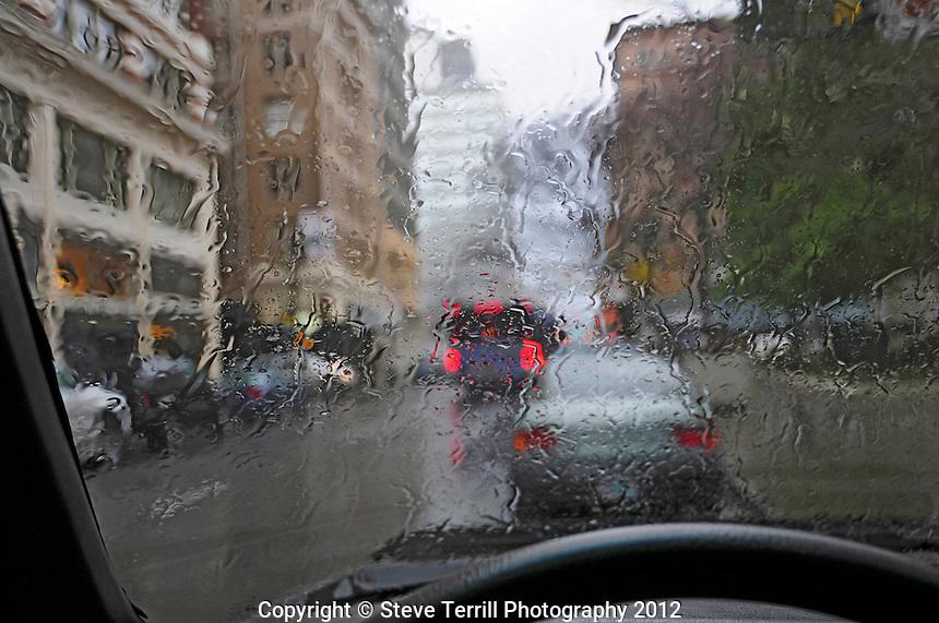 USA, Oregon, Watching through rainy car window at downtown Portland traffic