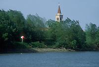 - Po river, village behind the bank....- fiume Po, paese dietro l'argine