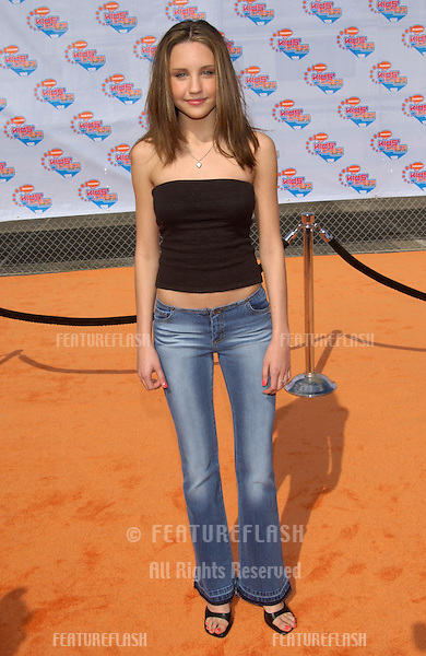 Actress AMANDA BYNES at Nickelodeon's 15th Annual Kids Choice Awards in Santa Monica. She won the award for Favorite TV Actress..20APR2002..© Paul Smith / Featureflash