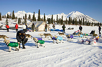 Melanie Gould moves past Jim Lanier at the Rainy Pass checkpoint on Puntilla Lake while he checks in