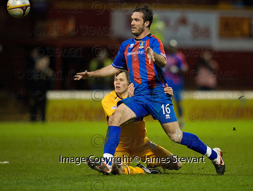 MOTHERWELL'S HENRIK OJAMAA CAN'T GET PAST CALEY'S ROMAN GOLABART..14/01/2012 sct_jsp007_motherwell_v_ict     .Copyright  Pic : James Stewart.James Stewart Photography 19 Carronlea Drive, Falkirk. FK2 8DN      Vat Reg No. 607 6932 25.Telephone      : +44 (0)1324 570291 .Mobile              : +44 (0)7721 416997.E-mail  :  jim@jspa.co.uk.If you require further information then contact Jim Stewart on any of the numbers above.........