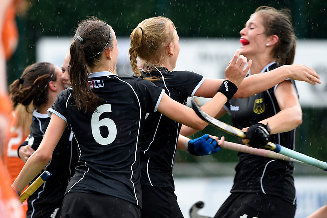 GER - Mannheim, Germany, May 25: During the U16 Girls match between The Netherlands (orange) and Germany (black) during the international witsun tournament on May 25, 2015 at Mannheimer HC in Mannheim, Germany. Final score 1-1 (1-0). (Photo by Dirk Markgraf / www.265-images.com) *** Local caption *** Clara Roth #6 of Germany, Emely Vysoudil #10 of Germany, Sonja Zimmermann #13 of Germany