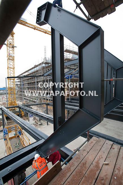 Lochem, 300312<br /> Monteren staalconstructie voor de raadszaal van het gemeentehuis.<br /> Foto: Sjef Prins - APA Foto