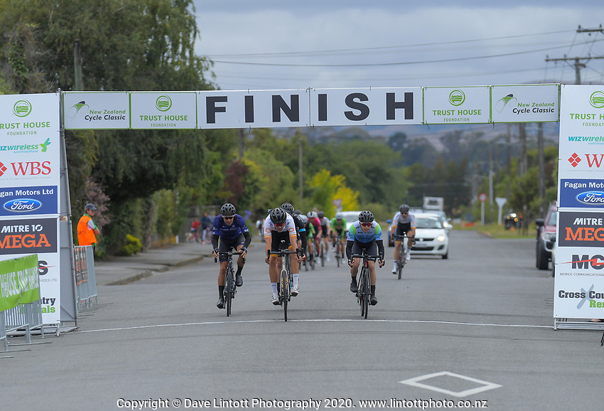 Sprint one during stage three of the NZ Cycle Classic UCI Oceania Tour (Martinborough circuit) in Wairarapa, New Zealand on Friday, 17 January 2020. Photo: Dave Lintott / lintottphoto.co.nz