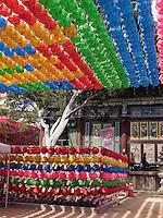 Zu Buddha's Geburtstag geschmückter buddhistischer Tempel Jogye-sa in Seoul, Südkorea, Asien<br /> Decoration for  Buddha's 'birthday, buddhist temple Jogye-sa,  Seoul, South Korea, Asia