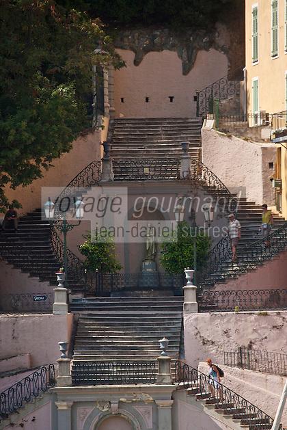 Europe/France/Corse/2B/Haute-Corse/Cap Corse/Nebbio/Bastia: Le port - Escalier Romieu à double révolution qui conduit du vieux port au jardin Romieu