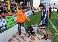 KV Kortrijk - SV Zulte-Waregem..de lijnrechter werd na de match bekogeld door het publiek en ligt neergeteld op de grond...foto VDB / BART VANDENBROUCKE