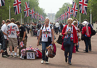 Tourist walks up the mall after Princess Kate and Prince William drive to the Buckingham Palace. .Picture: Maurice McDonald/Universal News And Sport (Europe).29 April 2011..
