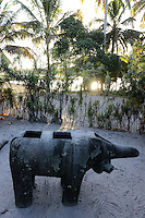 MADAGASCAR, Mananjary, canal des Pangalanes, village AMBOHITSARA, tribe ANTAMBAHOAKA, fady or taboo, according to the rules of their ancestors twin children are a taboo and not accepted in the society, sculpture holy pig or elephant from stone called VATOLAMBO or<br /> VATOMASINA / MADAGASKAR, Mananjary, Dorf AMBOHITSARA, Zwillinge sind nach dem Ahnenkult ein Fady oder Tabu beim Stamm der ANTAMBAHOAKA, Skulptur Schwein oder Elefant, das HEILIGE SCHWEIN wird auch VATOLAMBO genannt oder<br /> VATOMASINA (Heiliger Stein)