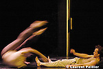 ça va ...? le 12 Mai 2005 - Le prisme, St Quentin-en-Yvelines..Chorégraphie : Jean Christophe Bleton....Avec Anne Fabris et Régis Bouchet-Merelli : danseurs..Guillaume Lauruol : circassien..Olivier Marlangeon : bruiteur et percussionniste....Composition musicale : John Faure....Lumières : Frédéric Dugied....Scénographie : Olivier Defrocourt....Costumes : Hélène Lepetit....Durée 1 H