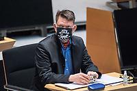 """Plenarsitzung des Berliner Abgeordnetenhaus am Donnerstag den 14. Januar 2021.<br /> Im Bild: Ronald Glaeser (""""Alternative fuer Deutschland) mit einer Mund-Nase-Schutzmaske mit Aufdruck der US-Filmserie """"Game of thrones"""".<br /> 14.1.2021, Berlin<br /> Copyright: Christian-Ditsch.de"""