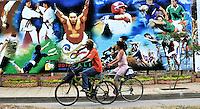 CALI - COLOMBIA - 23-07-2013: Un mural de 110 metros de largo y tres de alto alusivo a Los IX World Games Cali 2013, y a la ciudad frente a la unidad deportiva Alberto Galindo (Foto: VizzorImage / Luis Ramirez / Staff.)  A mural of 110 meters long and three high alluding to The IX World Games Cali 2013, and the city in front of the Sports Center Alberto Galindo (Photo: VizzorImage / Luis Ramirez / Staff.)