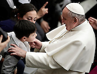 Papa Francesco accarezza un bambino al termine dell'udienza generale del mercoledi' in aula Paolo VI in Vaticano, 25 gennaio 2017.<br /> Pope Francis caresses a child at the end of his weekly general audience in Paul VI Hall at the Vatican, on January 25, 2017.on January 25, 2017.<br /> UPDATE IMAGES PRESS/Isabella Bonotto<br /> STRICTLY ONLY FOR EDITORIAL USE