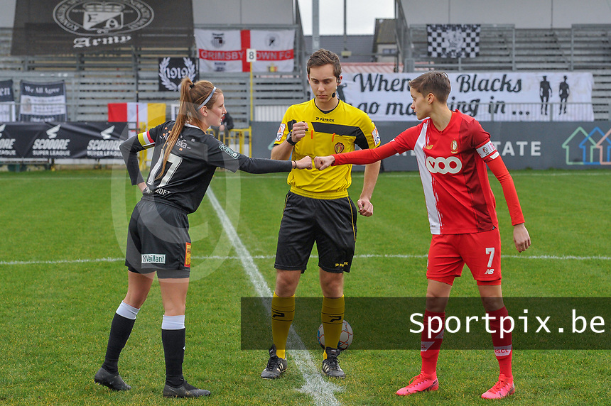 Chloe Van Mingeroet (17) of Eendracht Aalst , referee Hannes De Couvreur , Maurane Marinucci (7) of Standard pictured before a female soccer game between Eendracht Aalst and Standard Femina de Liege on the 11 th matchday of the 2020 - 2021 season of Belgian Scooore Womens Super League , Saturday 23 of January 2021  in Aalst , Belgium . PHOTO SPORTPIX.BE | SPP | STIJN AUDOOREN