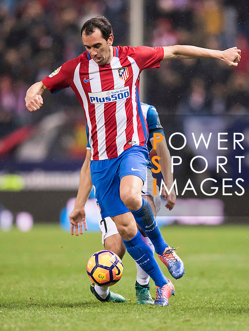 Diego Roberto Godin Leal of Atletico de Madrid battles for the ball with Gerard Moreno Balaguero of RCD Espanyol during the La Liga match between Atletico de Madrid and RCD Espanyol at the Vicente Calderón Stadium on 03 November 2016 in Madrid, Spain. Photo by Diego Gonzalez Souto / Power Sport Images