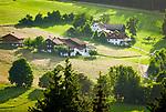 Deutschland, Bayern, Oberpfalz, Naturpark Oberer Bayerischer Wald, Koetztinger Land, Bad Koetzting: Bauernhoefe   Germany, Bavaria, Upper Palatinate, Nature Park Upper Bavarian Forest, Bad Koetzting: farmhouses