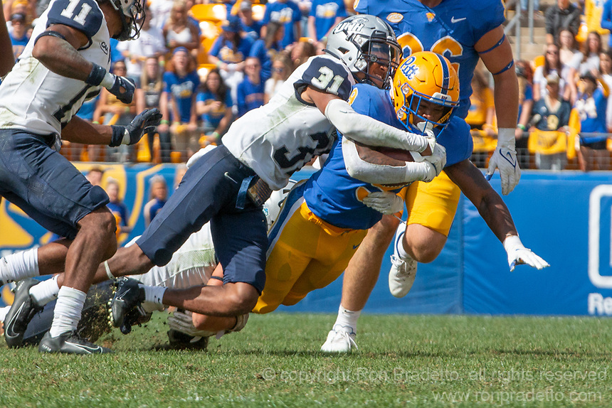 New Hampshire defensive back Jonathan Collins Jr (31) makes a tackle. The Pitt Panthers defeated the New Hampshire Wildcats 77-7 at Heinz Field, Pittsburgh, Pennsylvania on September 25, 2021.