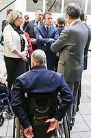EMMANUEL MACRON VISITE LE SITE DE L APF ENTREPRISE 93 , ENTREPRISE DE TRAVAIL PROTEGEE PAS L ASSOCIATION DE PARALYSES DE FRANCE QUI COMPTE 80 POUR CENT DE TRAVAILLEURS HANDICAPÉS .