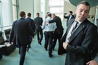 Pressestatements am Freitag den 28. September 2018 von Bundeskanzlerin Angela Merkel und dem tuerkischen Ministerpraesident Erdogan nach dessen Besuch im Bundeskanzleramt.<br /> Im Bild: Der hamburger Journalist Adil Yigit wird waehred der Pressestatements festgenommen weil er ein T-Shirt traegt, auf dem er doe Freilassung der in der Tuerkei inhaftierten Journalisten fordert. Der <br /> 28.9.2018, Berlin<br /> Copyright: Christian-Ditsch.de<br /> [Inhaltsveraendernde Manipulation des Fotos nur nach ausdruecklicher Genehmigung des Fotografen. Vereinbarungen ueber Abtretung von Persoenlichkeitsrechten/Model Release der abgebildeten Person/Personen liegen nicht vor. NO MODEL RELEASE! Nur fuer Redaktionelle Zwecke. Don't publish without copyright Christian-Ditsch.de, Veroeffentlichung nur mit Fotografennennung, sowie gegen Honorar, MwSt. und Beleg. Konto: I N G - D i B a, IBAN DE58500105175400192269, BIC INGDDEFFXXX, Kontakt: post@christian-ditsch.de<br /> Bei der Bearbeitung der Dateiinformationen darf die Urheberkennzeichnung in den EXIF- und  IPTC-Daten nicht entfernt werden, diese sind in digitalen Medien nach §95c UrhG rechtlich geschuetzt. Der Urhebervermerk wird gemaess §13 UrhG verlangt.]
