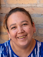Frau mit vergoldeten Zähnen, Xiva, Usbekistan, Asien<br /> woman with golden teeth, historic city Ichan Qala, Chiwa, Uzbekistan, Asia