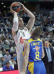 Real Madrid's Andres Nocioni (l) and Maccabi Electra Tel Aviv's Nate Linhart during Euroleague match.March 27,2015. (ALTERPHOTOS/Acero)
