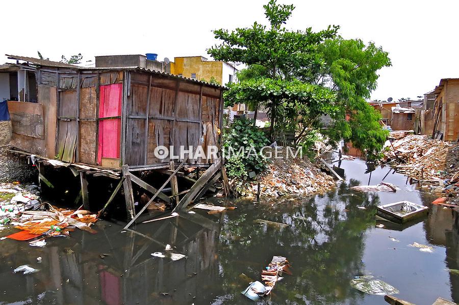 Esgoto a ceu aberto em Cidade Nautica. Sao Vicente. Sao Paulo. 2012. Foto de Flavio Bacellar.