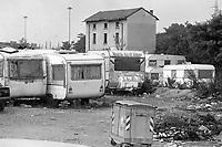- Milano, Luglio1991, accampamento abusivo di immigrati nordafricani a Molino Dorino, periferia nord della città<br /> <br /> - Milan, July 1991, abusive encampment of North African immigrants in Molino Dorino, a northern suburb of the city