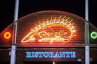 """Europe/Italie/Côte Amalfitaine/Campagie/Nerano-Marina del Cantone : Enseigne du restaurant """"Lo Scoglio"""" piazza delle Sirene"""