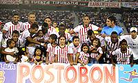 BARRANQUILLA - COLOMBIA-13-04-2013: Los jugadores de Atlético Junior, posan para una foto durante partido en el estadio Metropolitano Roberto Melendez, abril 13 de 2013. Atlético Junior venció tres goles a dos al Itagüi en partido por la décima fecha de la Liga Postobon I. (Foto: VizzorImage / Alfonso Cervantes / Str).The players of Atletico Junior pose for a photo during a match at Metropolitano Roberto Melendez stadium in Bogota, April 13, 2013. Atletico Junior won three goals to two to Itagüi in a match for the tenth date of the League Postobon I. (Photo: VizzorImage / Alfonso Cernantes / Str).