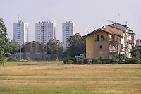 - Milano, Parco Agricolo Sud, sullo sfondo quartieri residenziali di periferia<br /> <br /> - Milan Agricultural Park South, at background suburban   residential districts
