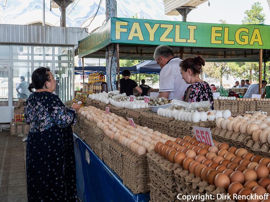 Eier, Chorsu-Basar in Taschkent, Usbekistan, Asien<br /> Selling, Chorsu-Bazaar in Tashkent, Uzbekistan, Asia