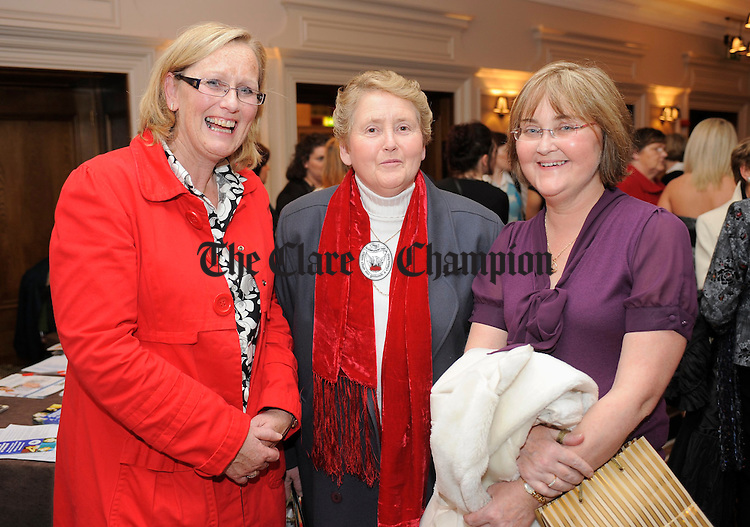 Vivenne Purcell, Nelly Halpin and Evelyn Hill at an information evening on diabetes hosted by Mary Jo Duffy's pharmacy at the Temple Gate, Ennis. Photograph by John Kelly.