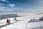 Deutschland, Oberbayern, Chiemgau, zwischen Siegsdorf und Ruhpolding: Winterspaziergang in traumhafter Winterlandschaft | Germany, Upper Bavaria, Chiemgau, between Ruhpolding and Siegsdorf: winter scenery, walking